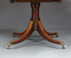 A Large And Elegant George III Dining Table Of Well Figured Mahogany - 1307360