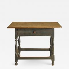 A New England stretcher base table - 1360118