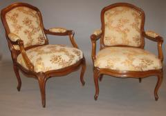 A Pair of Walnut Armchairs poltrone  - 272346