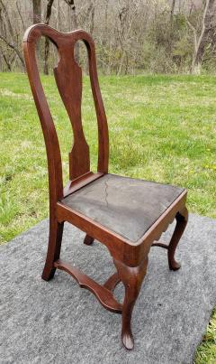 A Philadelphia walnut side chair with original leather seat - 1467179