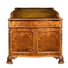 A burr walnut desk - 790561