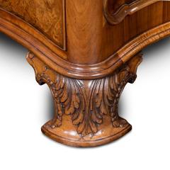 A burr walnut desk - 790563