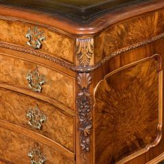 A burr walnut desk - 790565