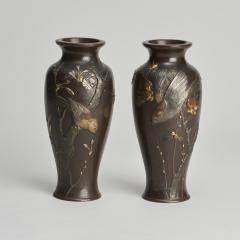 A fine pair of miniature bronze Antique Japanese vases - 1296299