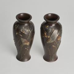A fine pair of miniature bronze Antique Japanese vases - 1296300