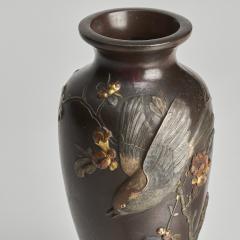 A fine pair of miniature bronze Antique Japanese vases - 1296303