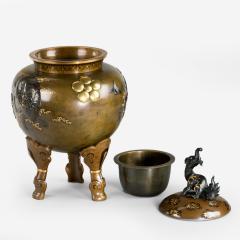 A large and very fine bronze tripod Koro attributed to the Kanazawa Doki Company - 778697