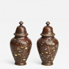 A pair of Antique Japanese miniature jars and covers - 1298543
