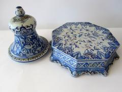 A pair of Italian Baroque Style Covered Vases On Stands 19th C - 1152170