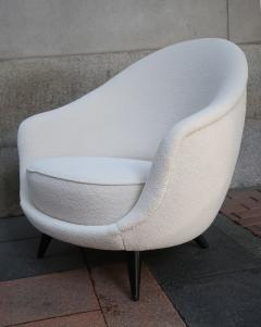 A pair of White wool upholstery and Wood legs italian armchairs 1960 - 1072832