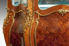 A pair of exhibition quality Napoleon III kingwood vitrines - 778781