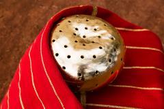 ADN Studio Ana Hernandez Xhigagueta Yachii Gourd with 24 Karat Gold Leaf - 1416786