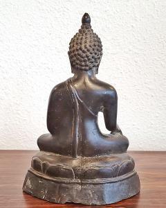ANTIQUE CAST BRONZE SHAKYAMUNI BUDDHA DISPLAYING THE BHUMISPARSHA MUDRA - 2115696