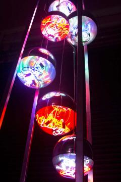 Al Jord o Contemporary Neon Balls Stand Lamp by Brazilian designer Al Jord o - 1271600