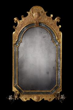 An Exceptional English Example of an Antique Queen Anne Period Gilded Mirror - 1277365