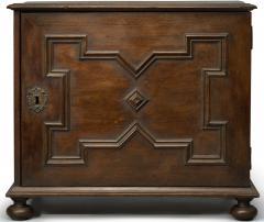 An early Philadelphia spice box - 1210303
