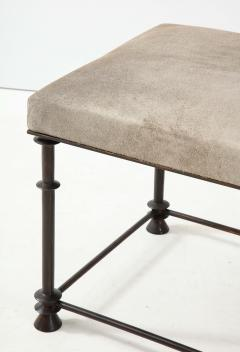 An elegant bronze stool covered with nubuck retourn  - 1578125