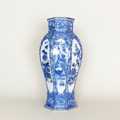 An impressive 18th Century Chien Lung blue and white vase 51cms  - 1530588