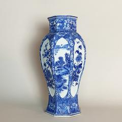 An impressive 18th Century Chien Lung blue and white vase 51cms  - 1530590