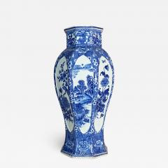 An impressive 18th Century Chien Lung blue and white vase 51cms  - 1532194
