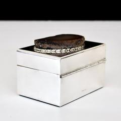 Anthony Redmile ANTHONY REDMILE SILVER PLATE BOX WITH AGATE TOP LONDON CIRCA 1970 - 1672616