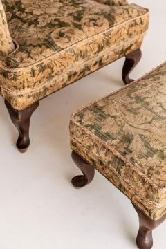 Armchair and Its Ottoman - 1738510