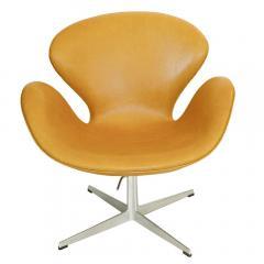 Arne Jacobsen Adjustable Swan Chair by Arne Jacobsen in Golden Tan Leather - 180893