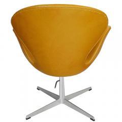 Arne Jacobsen Adjustable Swan Chair by Arne Jacobsen in Golden Tan Leather - 180895