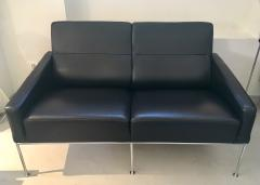 Arne Jacobsen Arne Jacobsen Black Leather Airport Sofa Model 3302 Produced by Fritz Hansen - 1220301