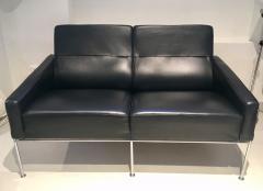 Arne Jacobsen Arne Jacobsen Black Leather Airport Sofa Model 3302 Produced by Fritz Hansen - 1220302