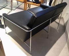 Arne Jacobsen Arne Jacobsen Black Leather Airport Sofa Model 3302 Produced by Fritz Hansen - 1220303