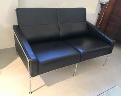 Arne Jacobsen Arne Jacobsen Black Leather Airport Sofa Model 3302 Produced by Fritz Hansen - 1220304