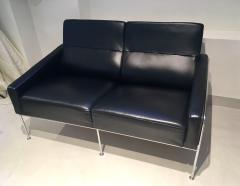 Arne Jacobsen Arne Jacobsen Black Leather Airport Sofa Model 3302 Produced by Fritz Hansen - 1220307