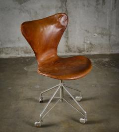 Arne Jacobsen Arne Jacobsen Sevener Swivel Desk Chair - 194105