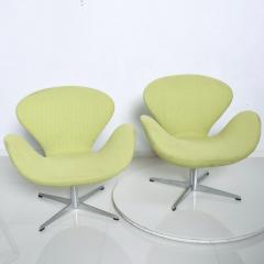 Arne Jacobsen Mid Century Modern Original Iconic Swan Chairs Arne Jacobsen for Fritz Hansen - 1239622