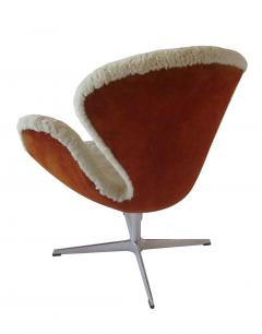 Arne Jacobsen Pair Arne Jacobsen Limited Edition Shearling and Suede Swan Chairs - 1201885