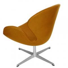 Arne Jacobsen Pair of Original Swan Chairs by Arne Jacobsen in Saddle Tan Leather - 181717
