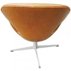 Arne Jacobsen Pair of Original Swan Chairs by Arne Jacobsen in Saddle Tan Leather - 181718