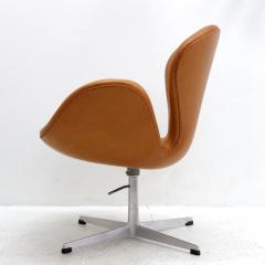Arne Jacobsen Swan Chair Model 3320 By Arne Jacobsen For Fritz Hansen    584258