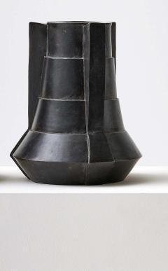 Bronze Vase by Lupo Hori kami - 1784924