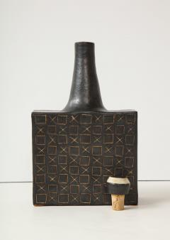 Bruno Gambone Black square ceramic vessel with stopper and contrasting etched design - 988101