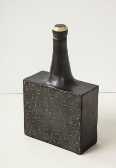 Bruno Gambone Black square ceramic vessel with stopper and contrasting etched design - 988105