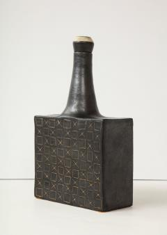 Bruno Gambone Black square ceramic vessel with stopper and contrasting etched design - 988107
