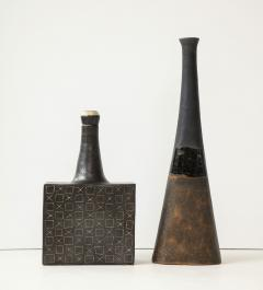 Bruno Gambone Black square ceramic vessel with stopper and contrasting etched design - 988118
