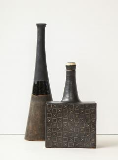 Bruno Gambone Black square ceramic vessel with stopper and contrasting etched design - 988119
