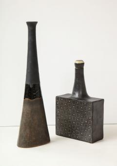 Bruno Gambone Tall elongated vase with contrasting dark glazes - 988031