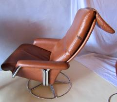 Bruno Mathsson Pair of Leather and Chrome Swivel Lounge Chairs by Bruno Mathsson for Dux 1970s - 572396