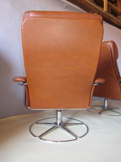 Bruno Mathsson Pair of Leather and Chrome Swivel Lounge Chairs by Bruno Mathsson for Dux 1970s - 572400