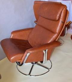 Bruno Mathsson Pair of Leather and Chrome Swivel Lounge Chairs by Bruno Mathsson for Dux 1970s - 572402