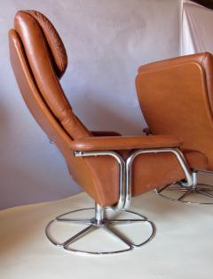 Bruno Mathsson Pair of Leather and Chrome Swivel Lounge Chairs by Bruno Mathsson for Dux 1970s - 572404